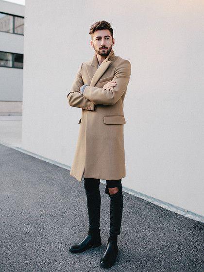 2015-10-11のファッションスナップ。着用アイテム・キーワードはコート, サイドゴアブーツ, チェスターコート, ブーツ, 黒パンツ,etc. 理想の着こなし・コーディネートがきっとここに。| No:127527
