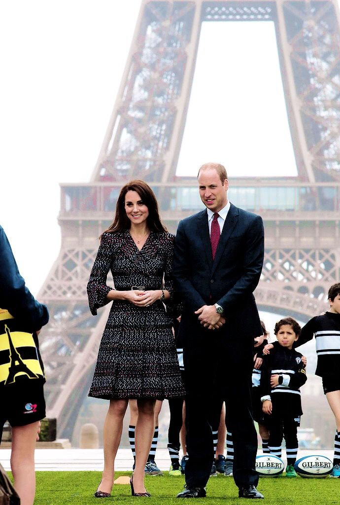 The Duke and Duchess of Cambridge pose at the Trocadero in front of the Eiffel tower during an official two-day visit to Paris on March 18, 2017 in Paris, France.