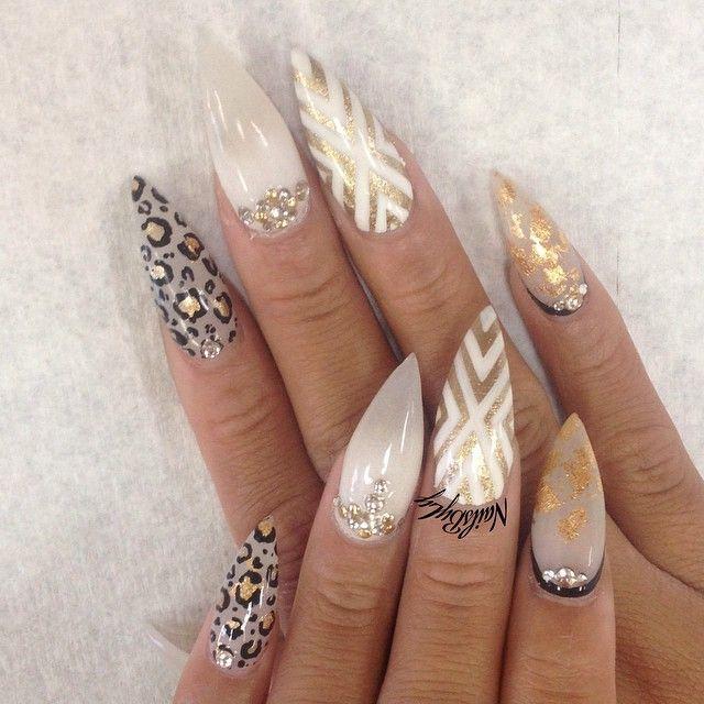 Whit gold stilettoNails
