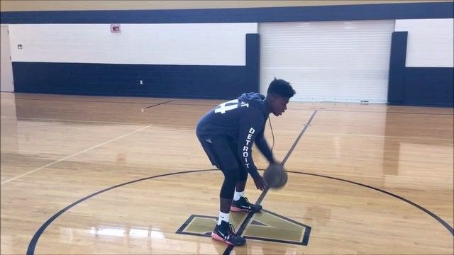 What Makes A Good Ball Handler What do you think?  I think it's the same concept as getting better at anything in life which is hard work and consistency. It takes a lot of practice and pounding the ball to get there      #Pistons #Mavericks #Celtics #Bulls #Lakers #Knicks #Suns #Rockets #Clippers #Warriors #UtahJazz #Wizards #Cavaliers #MiamiHeat #OrlandoMagic #Grizzlies #Spurs #Bucks #BrooklynNets #Sixers #Raptors #TrailBlazers #Thunder #BallHandling #LameloBall #Melo #BallIsLife…