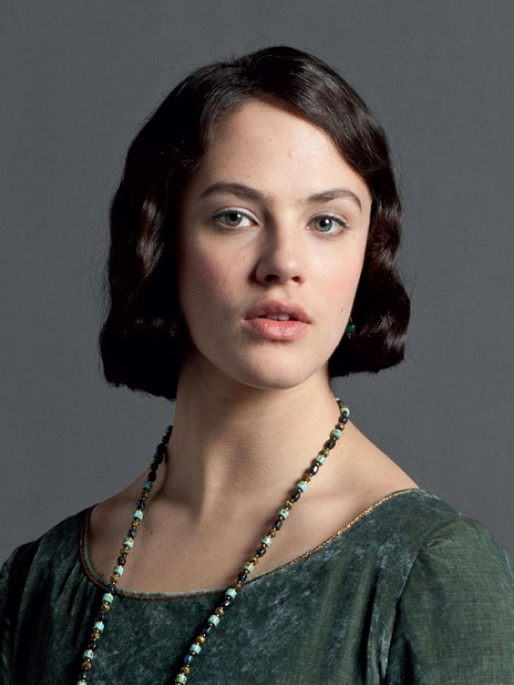 Jessica Brown Findlay as Lady Sybil Branson née Crawley