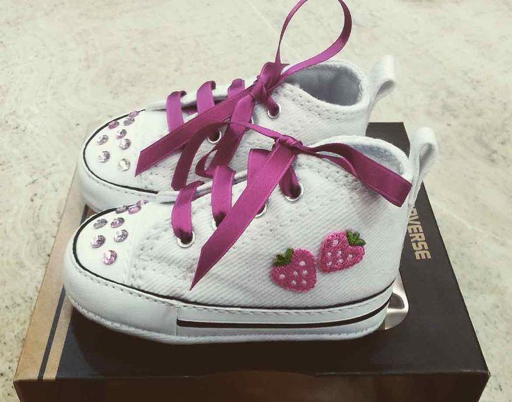 Converse Newborn personalizzate in 4 semplici mosse! In Merceria una cliente ci ha portato un paio di micro Converse acquistate per una piccola fashionista.