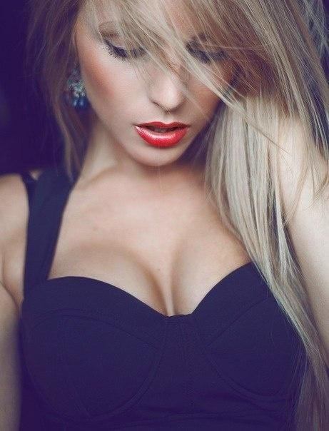 blonde hair red lips love that hair color!!!