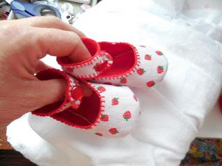 Baby shoes--really easy to make. Pattern and instructions from PredciousPatterns.etsy.com Stuff and Nonsense