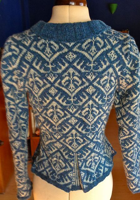 Ravelry: Juanita04's Elizabethan Jacket *** Like the silhouette change the blue and white pattern.