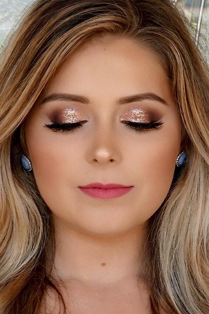 Even if homecoming is a month or two away you should already be thinking about how you want your makeup done. Here you will find 27 homecoming makeup ideas.