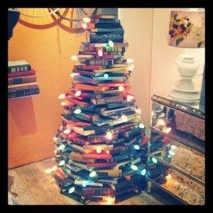 Cute Idea for a Christmas Tree using books!: Christmastre, Xmas Trees, Idea, Christmas Books, Books Trees, Books Lovers, Books Christmas, Christmas Trees, Old Books