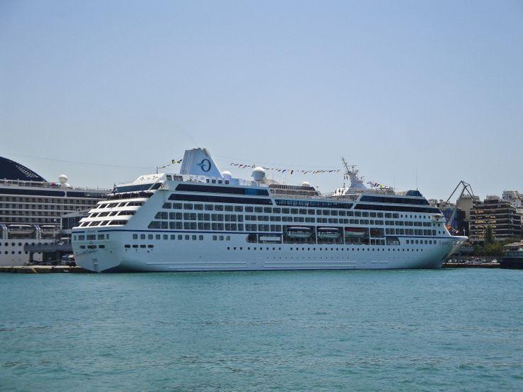 Το Regatta πλευρισμένο στον Πειραιά. 05/07/2012.