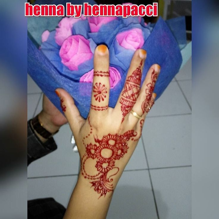 A beauty flower bouquet in your hand... Hennapacci makes it perfect look... Thanks sister for using Hennapacci...  #hennafun  #henna  #hennaart  #hennaartismakassar  #hennatattoo  #bouquet  #hand  #handpaint  #hennadesign  #hennainspired