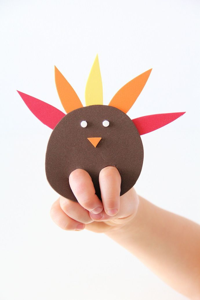 An easy DIY turkey finger puppet craft for kids