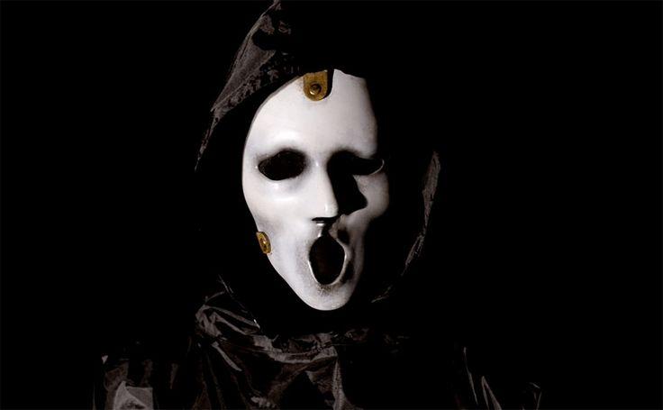 Os fãs de Scream já podem comemorar,a série de terror exibida pelaMTVe Netflixacaba de serrenovada para sua terceira temporada! Porém nem tudo são flores, a nova temporada sofre uma redução e irá contar com apenas 6 episódios, ao contrário dos 12 habituais da segunda temporada e 10 da pr