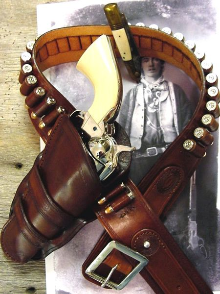 Historic_Cowboy_Holsters_Billy_the_Kid_45_with_gun_belt.jpg (450×600)