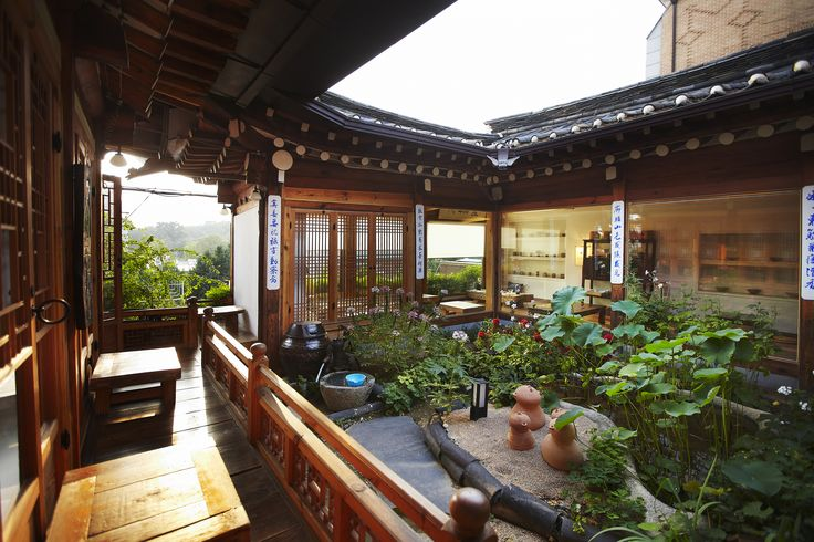 Sit and see green at Seoul's best garden cafés