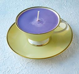 Make candles in a teacup.