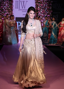 ay 2 - Jacqueline Fernandes walked the ramp for PC Jewellers #iijw| INDIA INTERNATIONAL JEWELLERY WEEK 2013