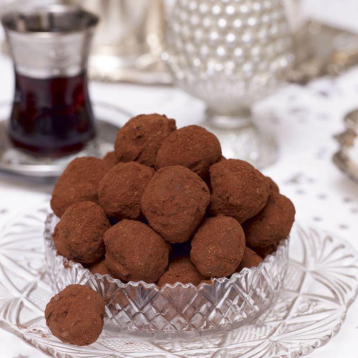Delikat kombination av lingon och mörk choklad i en härlig lingontryffel.