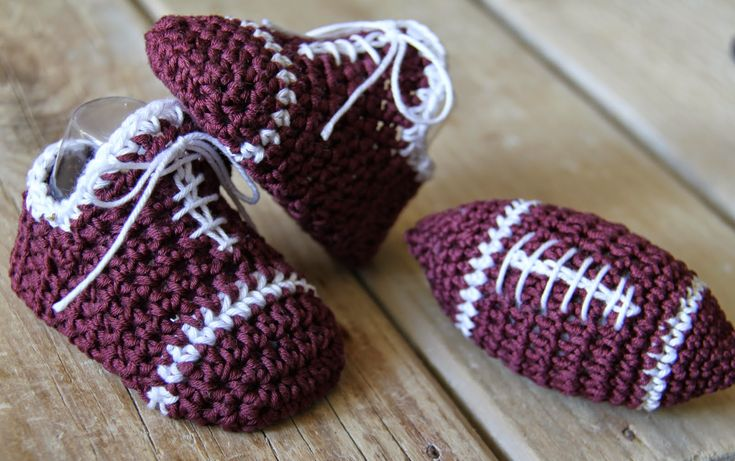 Baby boy crochet sneakers and football amigurumi toy from http://crochetbrio.blogspot.co.uk/