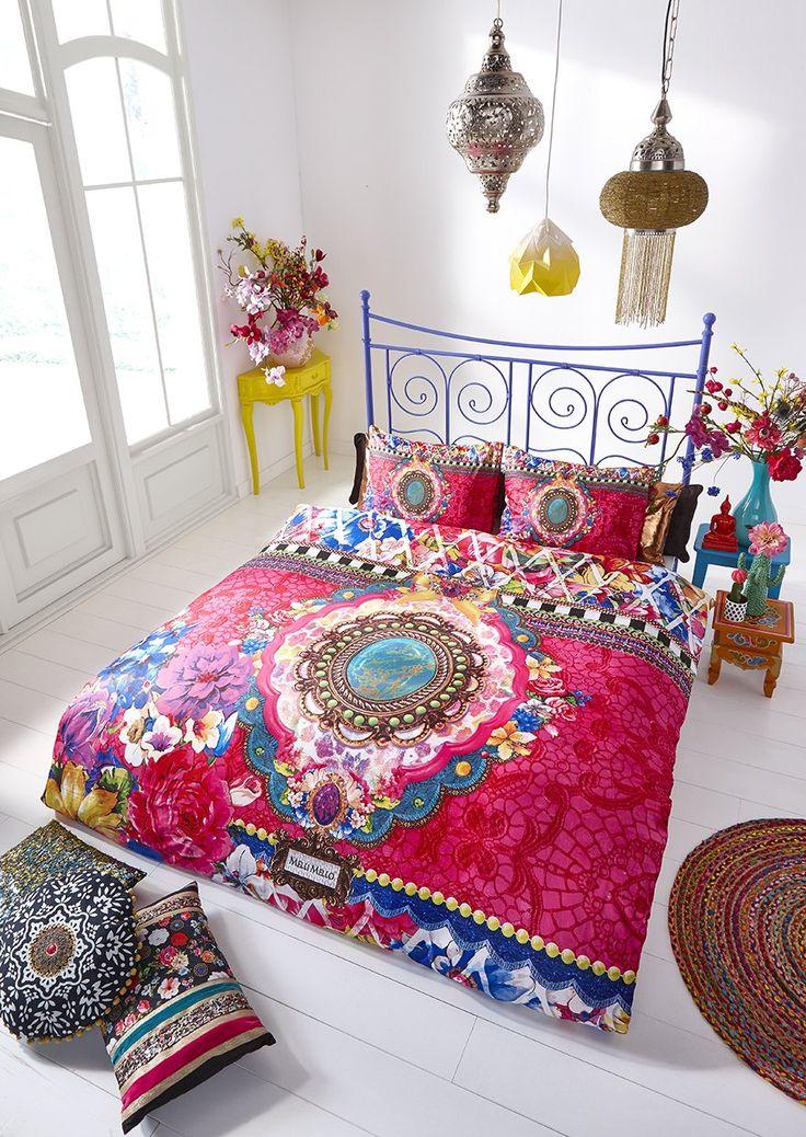 Het Melli Mello Genevieve dekbedovertrek is een echte kleurexplosie op de slaapkamer! Dit dessin is helemaal in de kenmerkende Melli Mello stijl; veel bloemen, ornamenten én alle kleuren van de regenboog. Een gedurfd dessin, voor een originele slaapkamer.