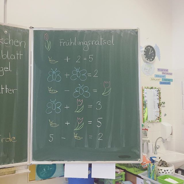 Meine Kinder sind ganz gierig, wenn in der Früh ein neues Frühlingsrätsel auf sie wartet #frühling #spring #math #like4like #ootd #gift #work #montessori #austrianblogger #school #lehreralltag #morning #1stgrade #kids #art #creative #kidscrafts #diy #motoricskills #love #artproject #colours #march #spring #school #schooldecor #decor #drawing #literature #litracy