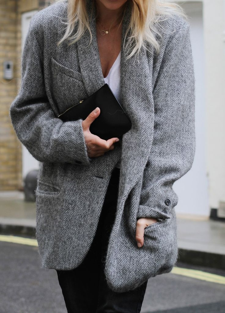 How To Style The Oversized Blazer Trend – Outfit Ideas - Mirjam Flatau wearing a grey oversized blazer from Isabel Marant