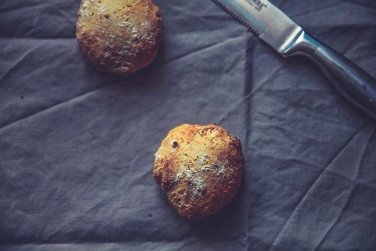 Sugen på att baka lite frukostfrallor men har ingen jäst? Då har jag världens bästa recept! Dessa gör jag med morötter men det går såklart att skippa, själv gillar jag det där saftiga som morötterna ger. Receptet kommer här: FRALLOR UTAN JÄST 6 ST 5 dl vetemjöl 2 tsk bakpulver ½tsk salt 2 msk […]