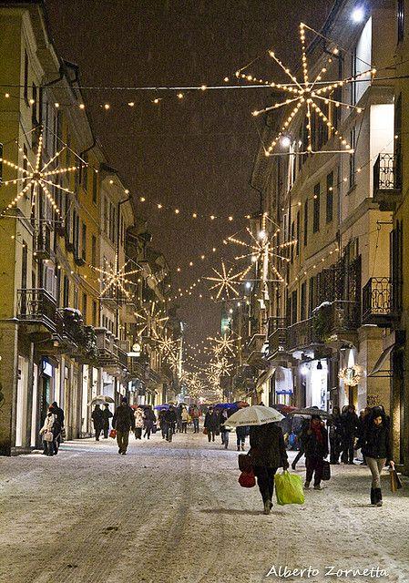 Ultimi acquisti natalizi(Pavia, Italy) by albertoz85 on Flickr.
