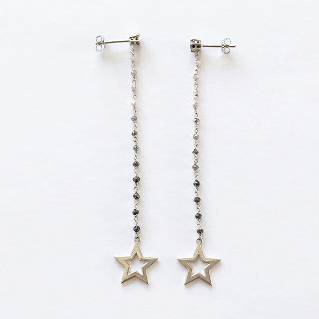 NIVES I Rosary collection Long degradé style rosary diamond bead earrings with star cut out pendant in 18k white gold.