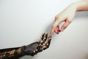 Una piel sintética que permite sentir lo que se toca es el siguiente paso en prótesis