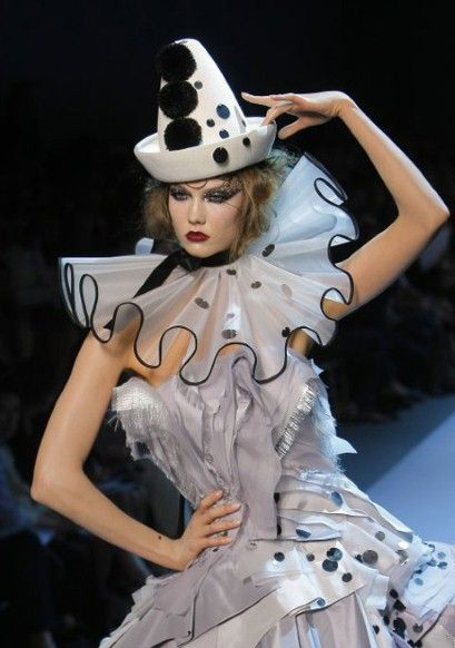 paris haute couture christian409 x 582   53.5 KB   www.shoppingburberrybags.co...