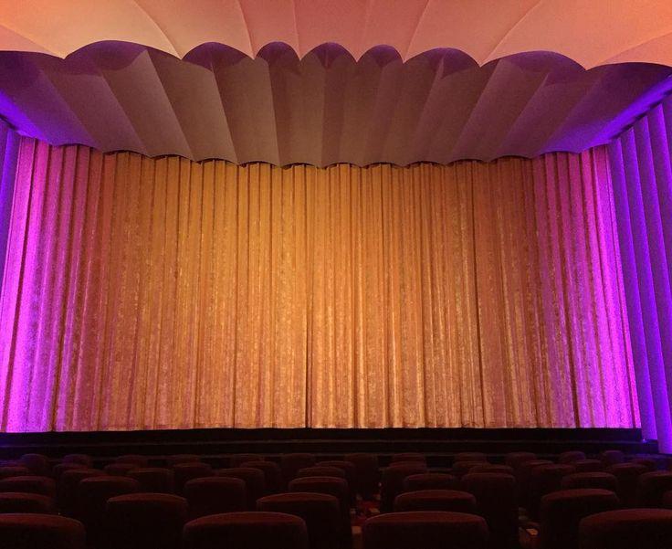 Vorhang auf Film an! Ich schaute heute mit dem Großen Ice Age 5 und fand den nicht so prall also den Film. Dafür konnte ich endlich die Gutscheine einlösen die wir schon drei Jahre haben. Wieder was geschafft. ;) #Kino #astorlounge #lounge #berlin #kudamm