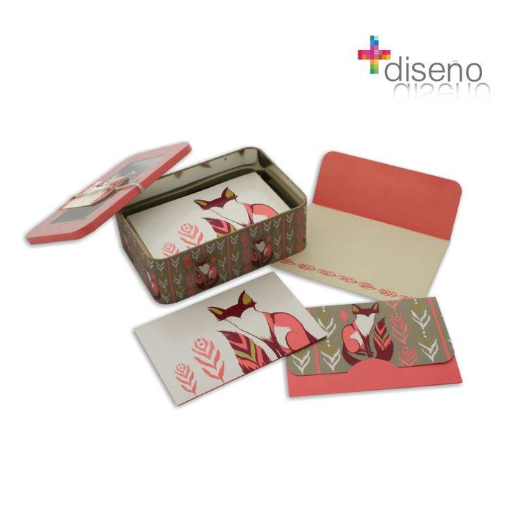 www.masdiseno.com Caja metálica con 14 tarjetas , postales y  sobres pequeños, en su interior cada una tiene un diseño. Perfectas para marcar regalos o dar pequeñas cartas.  Diseño: Sarah Watts.