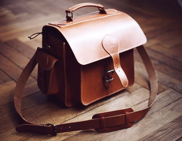 leather camera bag <3