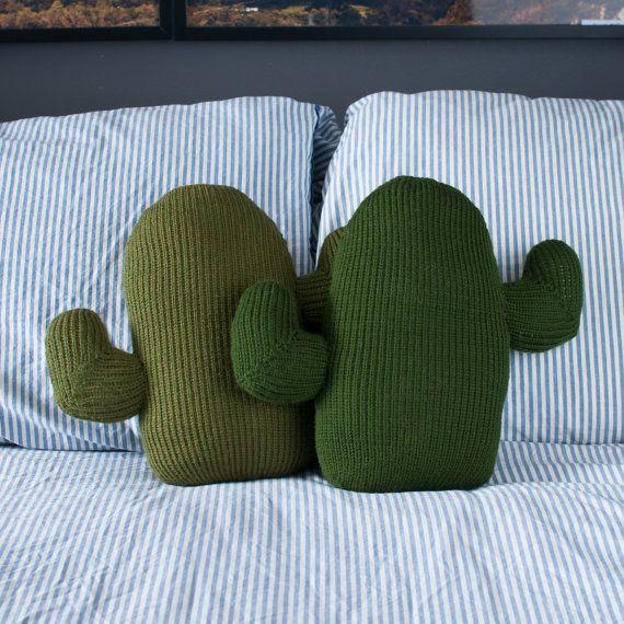 Almohada de Cactus tejidos por ThornAndNeedle en Etsy