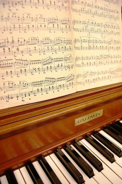 Partitura y piano