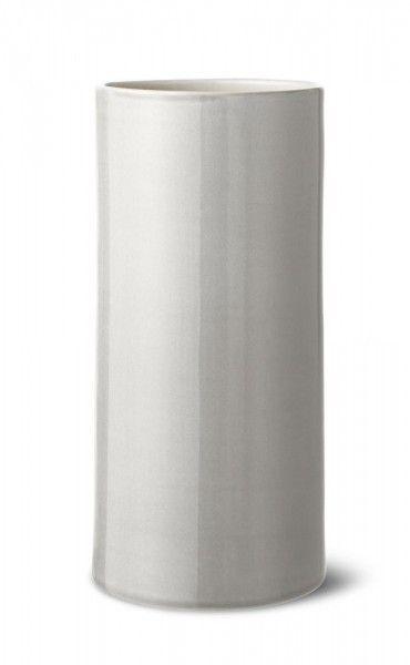 ANNE BLACK – Vase Bloom | SCHÖNER WOHNEN-Shop Die dänische Porzellankünstlerin Anne Black hat mit der Serie eine umfangreiche Vasenkollektion entworfen. Die Vasen sind in zarten Farben gehalten, werden von Hand gezogen und glasiert. Die Kopenhagenerin ist in Dänemark beliebt mit ihren zarten Farben und Gefäßen. Die Vasen sind ein schönes Mitbringsel und können natürlich auch für andere Zwecke gebraucht werden, wie z. B. als Stiftebecher oder Becher für Pinsel, etc.