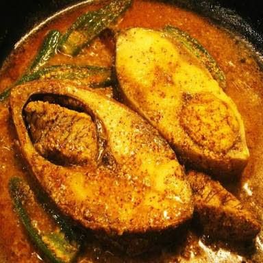 Hilsa curry with eggplant