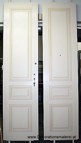 gemalte Profile auf einer Türe