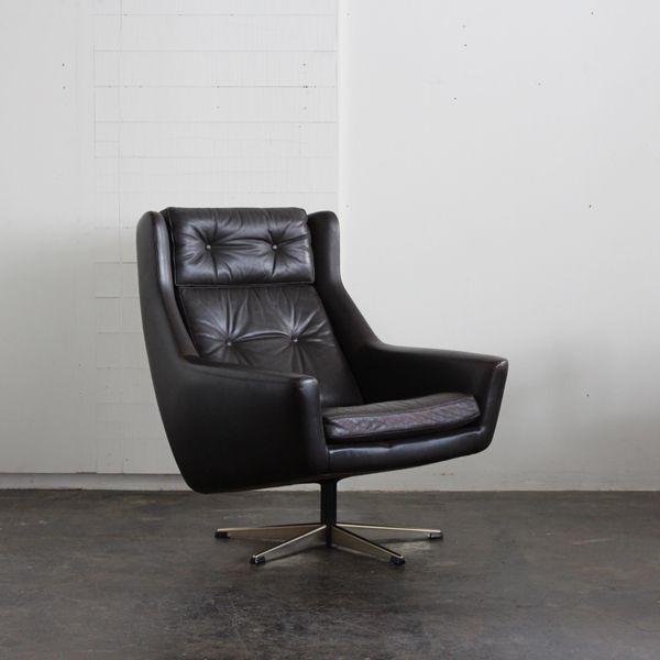 Vintage Leather high back chair/デンマーク買付けたレザーのハイバックチェア。 アーム部分に少しレザーのひび割れがございますが、まだまだご使用頂けるコンディションです。 #家具 #ヴィンテージ #北欧 #テーブル #デザイン #アンティーク #デンマーク #イギリス #ソファ #レザー