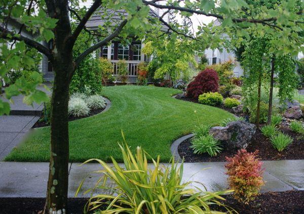 Landscape berms front yard landscaping pinterest for Massif paysager
