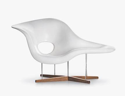 Charles et Ray Eames, LA CHAISE, 1948  Chaise en plastique inspirée de la sculpture Floating Figure de Gaston Lachaise