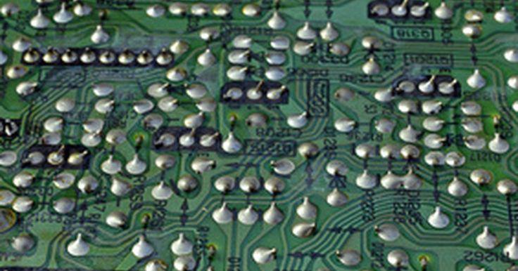 Como trocar o circuito de carga de seu notebook. O circuito de carga do notebook fica localizado na fonte principal de energia e transfere a energia da fonte de alimentação para a bateria, fornecendo para essa um fluxo constante de energia para que permaneça carregada. Os notebooks precisam de uma quantidade alta e constante de carga para manterem-se carregados e funcionar corretamente. Reparos ...