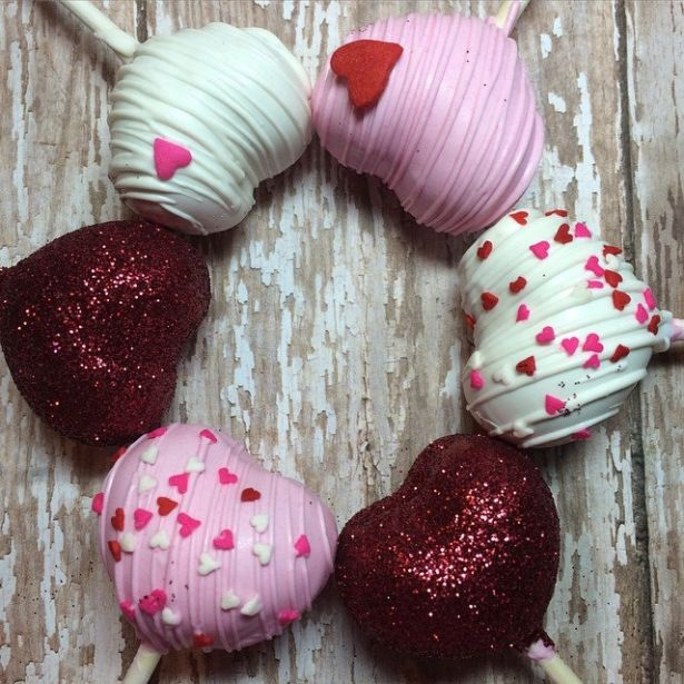 Valentine S Day Cake Pop Decorating Ideas : 25+ best ideas about Heart shaped cakes on Pinterest ...