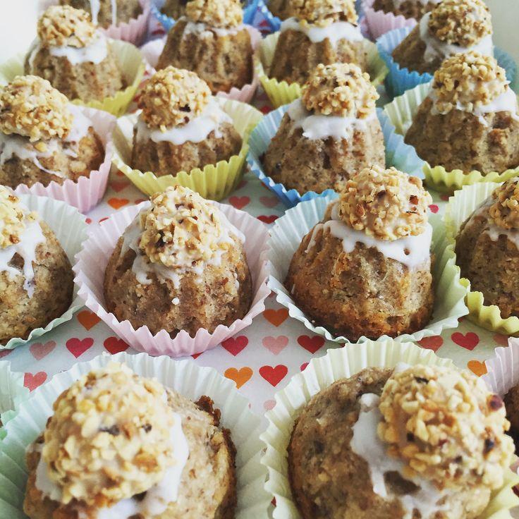 Giotto-Minigugelhupf - Wer Mandeln und saftigen Kuchen mag, wird nicht nur einen kleinen süßen Gugelhupf naschen - sondern 2, 3, 4...- versprochen.  #Annibackt #Giotto #Minigugl #LeckerBakery