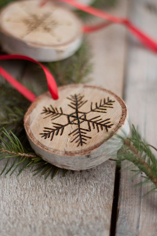 DIY: Etched Snowflake Ornaments in Birch. So easy!: Birches, Woodburning, Wood Ornaments, Etchings Snowflakes, Snowflake Ornaments, Snowflakes Ornaments, Diy Ornaments, Wood Burning, Christmas Ornaments