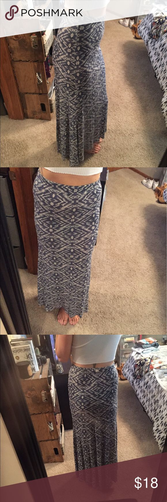 Billabong aztec print maxi skirt Fitted through out the waist and looser at the bottom with pleating in the back bottom. Billabong Skirts Maxi