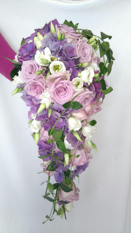 Převislá svatební kytice.