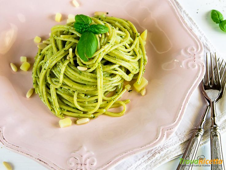 SPAGHI AL PESTO CON PATATE NOVELLE  #ricette #food #recipes