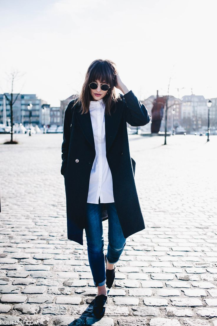 Polienne is wearing an awesome tomboy style here, pairing a collarless white shirt with cropped denim jeans and a black overcoat. We love this style for a cute winter outfit which you can wear anywhere! Coat: H&M, Shirt/Jeans/Shoes/Bag: Filippa K.