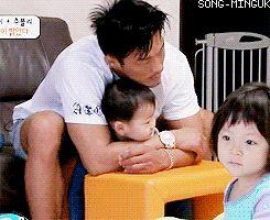 Minguk cuddling with Sung Hoon appa   The Return of Superman