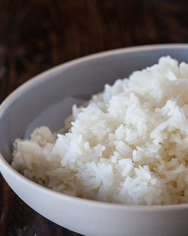 How to cook perfect rice in the microwave -- I did not want to spend 50 minutes waiting on jasmine rice. Here I sit, less than 10 minutes later with great rice! :)